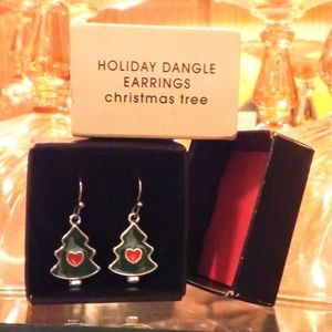 NIB🎄AVON🎄Christmas Tree Dangle Earrings